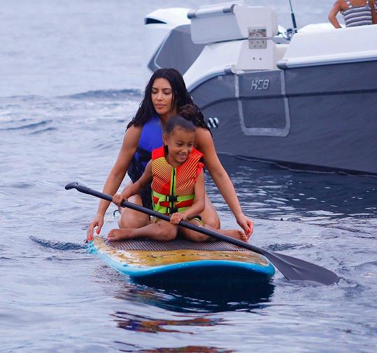 S dcerou North si vyzkoušely paddle board.