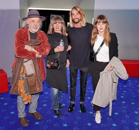 Na Kristýnu Bokovou se přišla podívat celá rodina. Zleva rodiče John Bok a Jitka Boková, Martin Složil a Jenovéfa Boková.