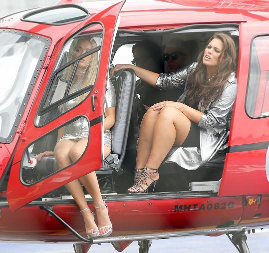 Se zpěvačkou se proletěla i modelka Ashley Graham.