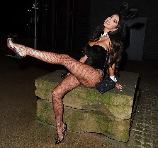 Na smrt zakladatele Playboye Hugha Hefnera zareagovala tak, že se převlékla za pro magazín typického sexy králíčka.