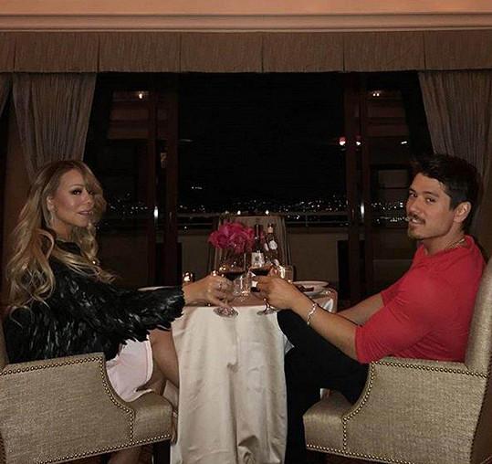 Došlo i na romantickou večeři.