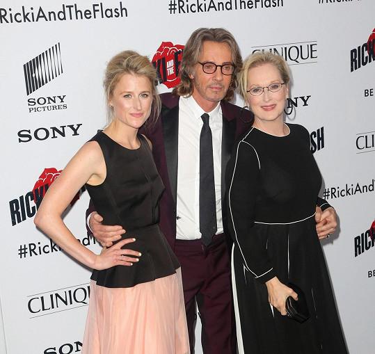 Meryl Streep s dcerou Mamie Gummer a Rickem Springfieldem na premiéře filmu Nikdy není pozdě v New Yorku.