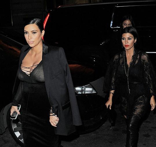 Kim Kardashian a její starší sestra Kourtney