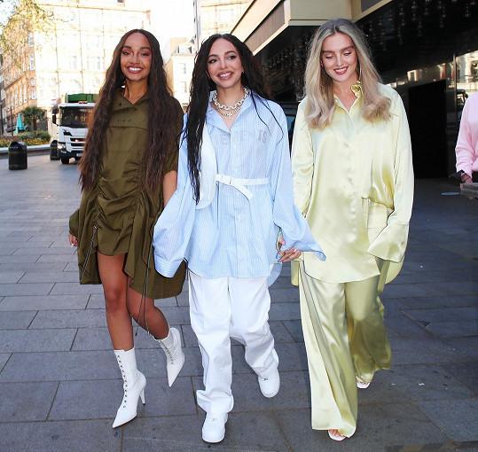 Druhá členka skupiny Little Mix je v očekávání. Před týdnem novinu oznámila Leigh-Anne Pinnock (vlevo).