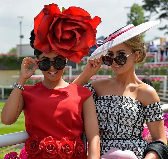Jiné dámy byly se svými modely klobouků letos kreativnější. Posuďte sami.