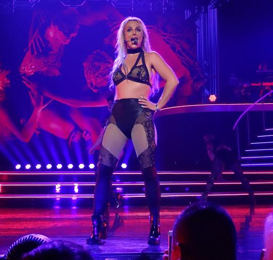 Britney Spears zhubla a provokuje.