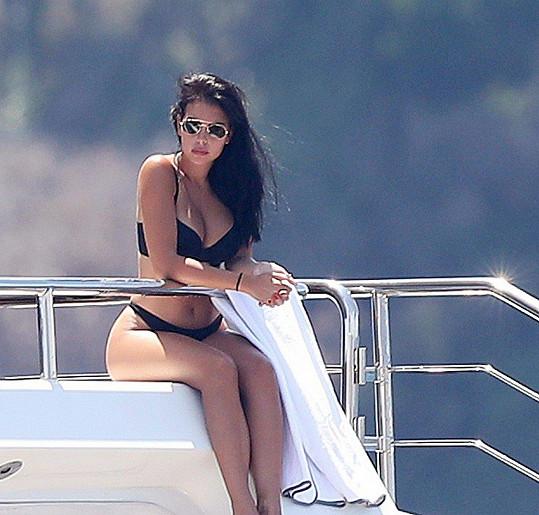 Jeho partnerka Georgina Rodriguez se slunila na palubě.