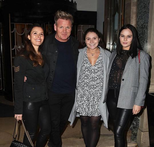 Gordon a Tana s dcerami Megan a Holly (vpravo)