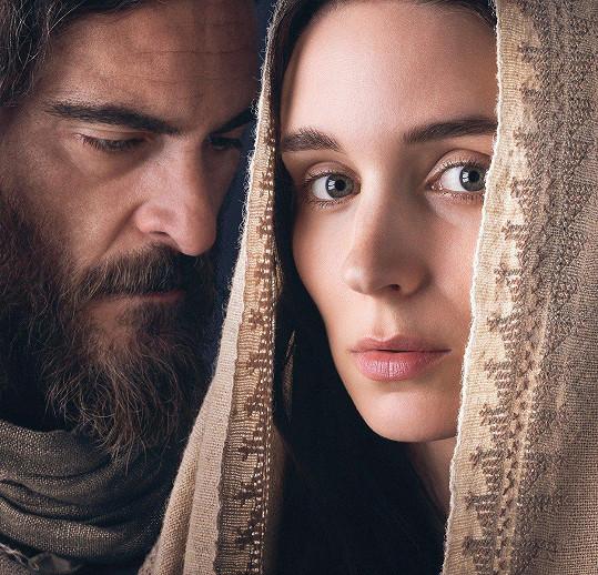 Rooney Mara a Joaquin Phoenix ve filmu Máří Magdaléna