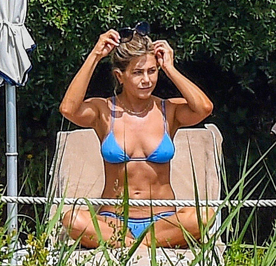 Na svůj věk nevypadá ani Jennifer Aniston.