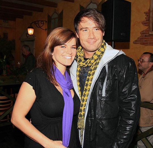 Sasha kdysi chodil s Martou Jandovou. Zde na fotce z roku 2007