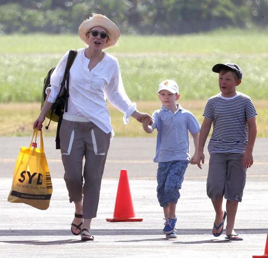 Herečka se svými syny Romanem a Ignatiem