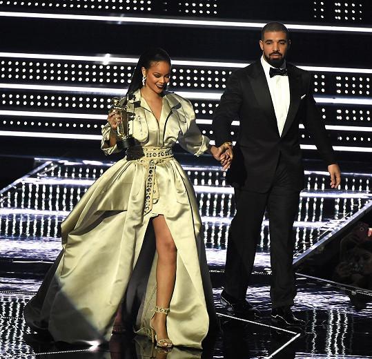 Drake už několikrát chodil s Rihannou, nikdy jim to ale dlouho nevydrží.