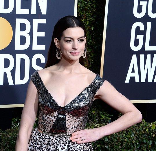 Anne Hathaway se kvůli mateřství kompletně vzdala alkoholu.