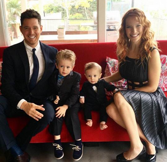 Bublé s manželkou Luisanou Lopilato a jejich syny Noahem a Eliasem