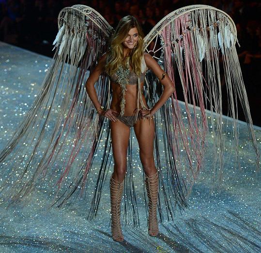 Constance v roce 2013 na Victoria's Secret Fashion Show, kde se jí kosti rýsovaly výrazněji.