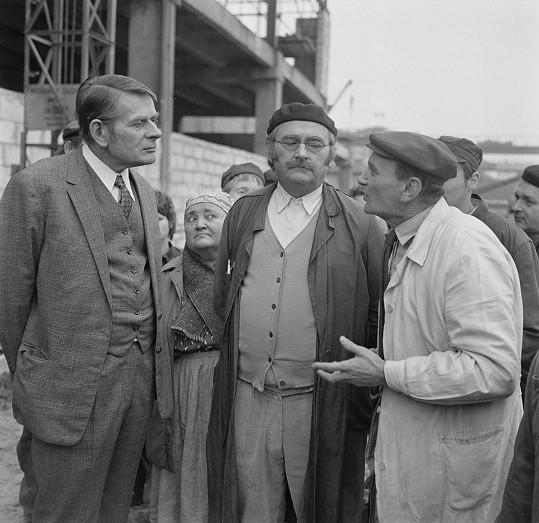 Jan Skopeček s Jiřím Sovákem a Václavem Lohniským ve filmu Marečku, podejte mi pero.