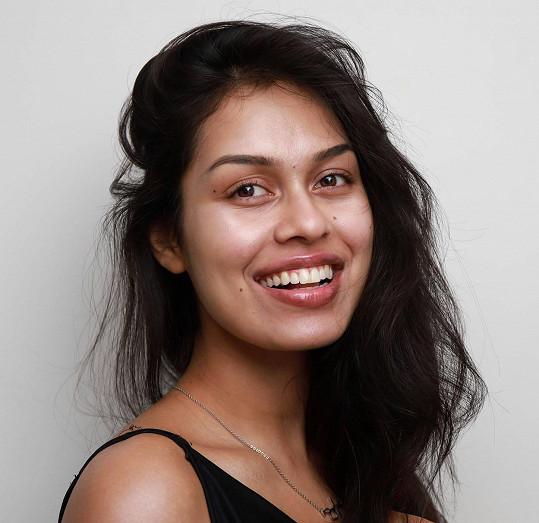 Takhle vypadá nejkrásnější dívka Anglie 2019 bez make-upu.