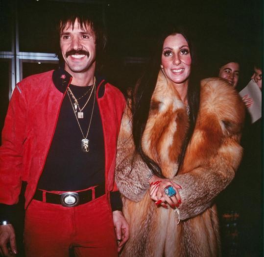 Jako náctiletá se zamilovala do Sonnyho Bona, který nastartoval její kariéru.