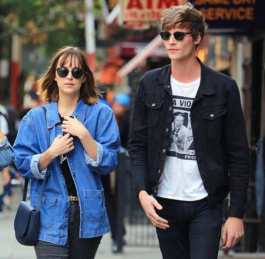 Herečka přes dva roky chodila s modelem Matthewem Hittem.