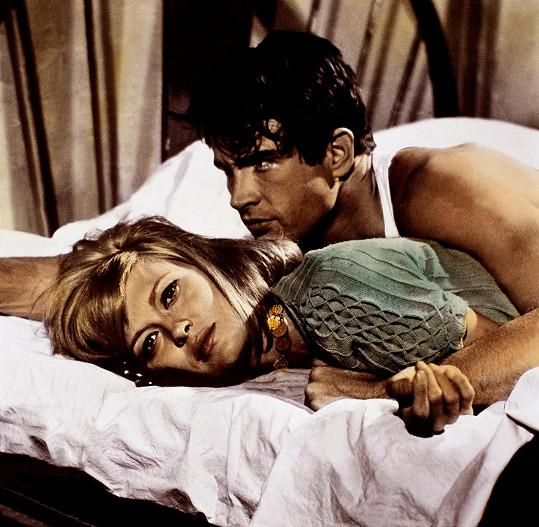 Faye Dunaway a Warren Beatty ve filmu Bonnie a Clyde (1967)