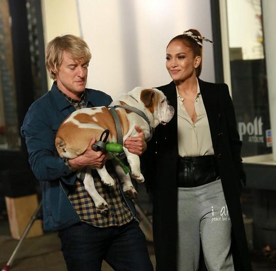 Owen s Jennifer Lopez v komedii Vem si mě. I v té si střihnul roli otce.