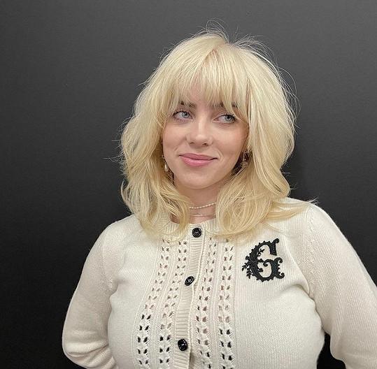 Nedávno fanoušky příjemně překvapila blond hřívou.
