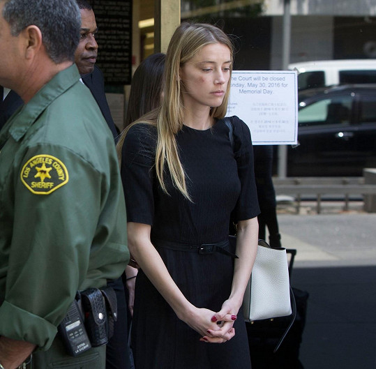 Amber Heard v pátek vypovídala před soudem.