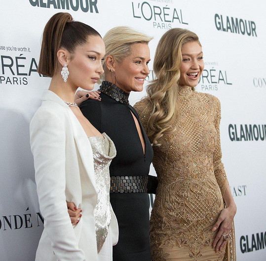 Yolanda, Bella a Gigi Hadidovy vyrazily na galavečer Glamour Women of the Year.