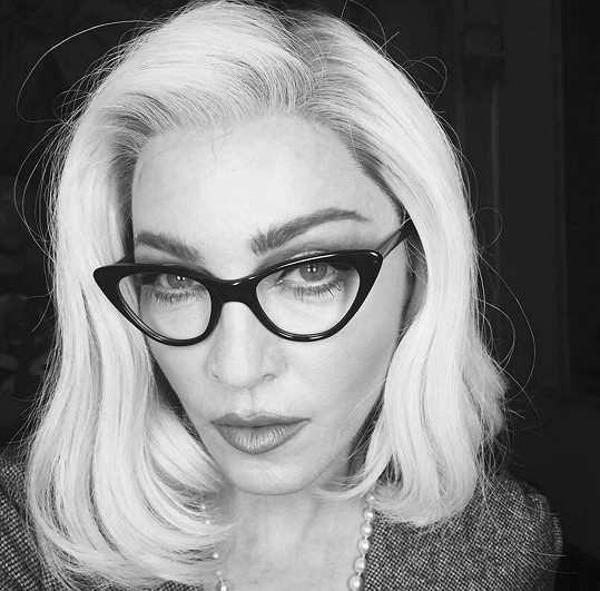 """Další zajímavá fotka z instagramového účtu Madonny z června roku 2015 s komentářem """"Který žák je připraven objevit učitelku?"""""""