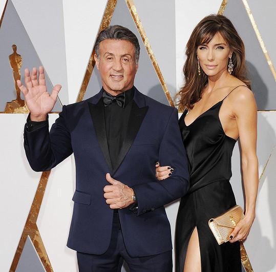 Sylvester Stallone s manželkou Jessicou na předávání Oscarů