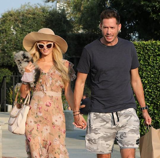 Paris Hilton a Carter Reum plánují dvojčata.