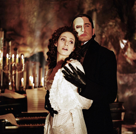 Emmy Rossum a Gerard Butler ve filmu Fantom opery (2004)