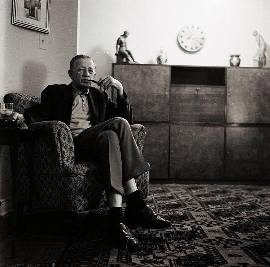 Ferdinand Peroutka v roce 1963 ve svém bytě v New Yorku. S Mandlovou kamarádil od třicátých let.