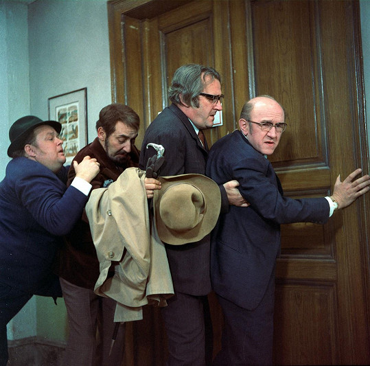 Jan Libíček, Miloš Kopecký, Jiří Sovák a František Filipovský ve filmu Šest medvědů s Cibulkou