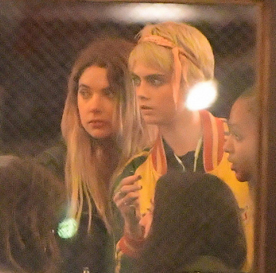 Cara a Ashley byly společně vídány už od května.