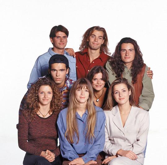 Patrick Puydebat (uprostřed nahoře) v seriálu Helena a její chlapci
