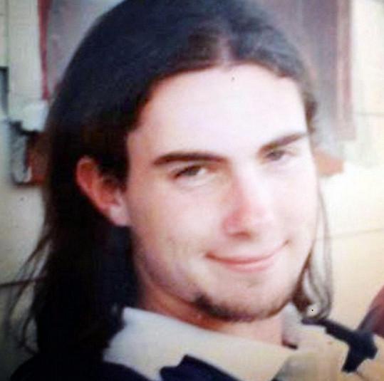 Adam na fotce z mládí. Tehdy ještě nebyl hudebním idolem.