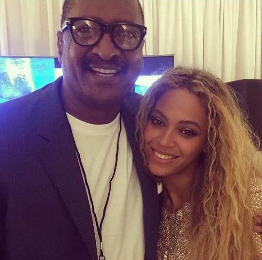 Beyoncé má s otcem Matthewem lepší vztahy mimo práci.