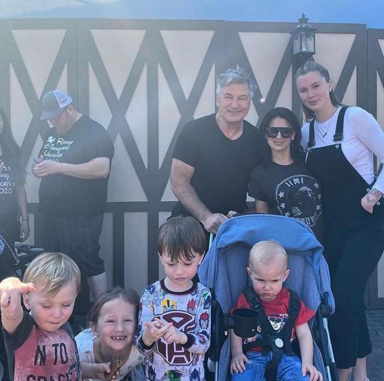 S dětmi a hercovou dcerou Ireland (úplně vpravo).