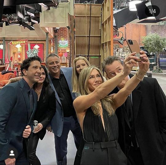 Letos partička šesti herců pobláznila svět svým jedinečným setkáním v pořadu Přátelé zase spolu na HBO.