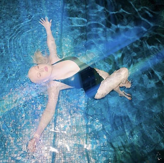 Christina Aguilera snímky na sociálních sítích šetří, ale když už nějaký přidá, bývají sexy.