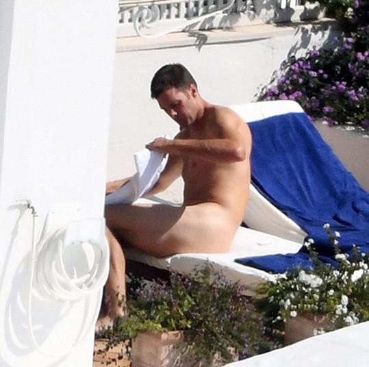 Tom Brady zatoužil po souměrném opálení.
