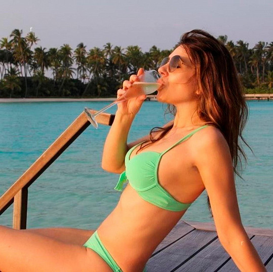 Elizabeth Hurley po dobu deseti dní na Instagramu předstírala, že je na dovolené.