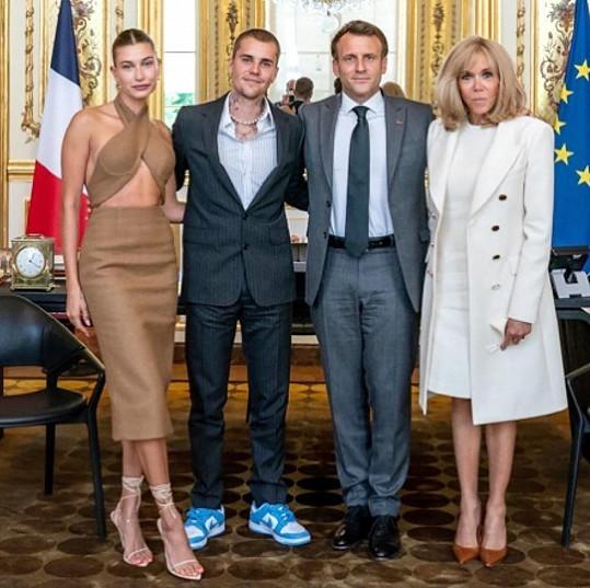 Francouzský prezident Emmanuel Macron a jeho žena Brigitte přijali v Elysejském paláci Justina a Hailey Bieberovy.