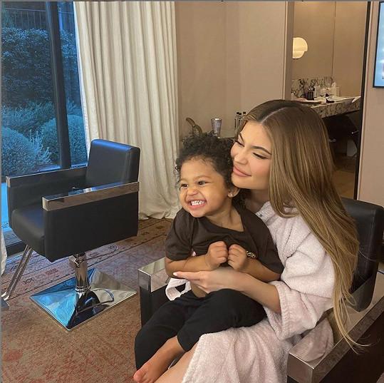 Užívá si také rodinné chvilky s dcerkou Stormi.