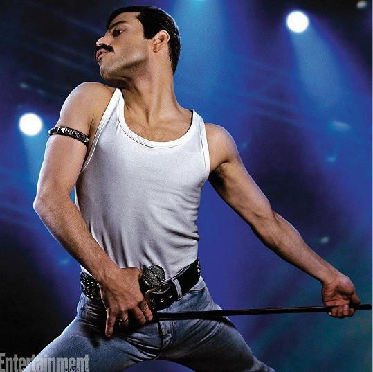 Rami Malek jako Freddie Mercury ve filmu Bohemian Rhapsody