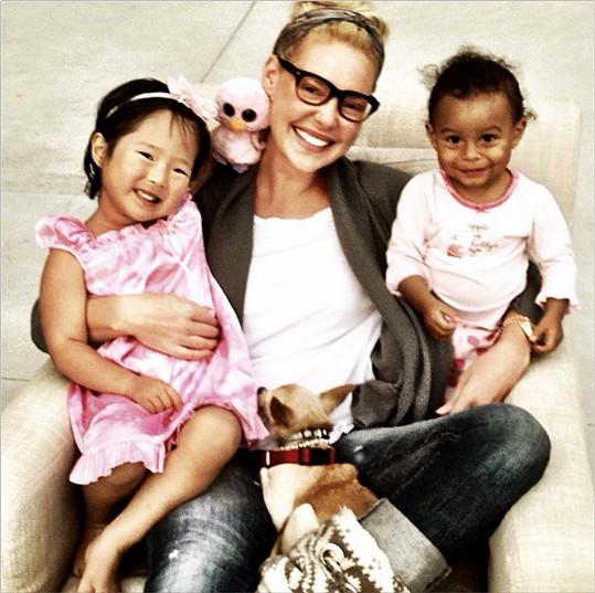 Katherine Heigl si už dvě děti adoptovala, teď bude mít vlastní.