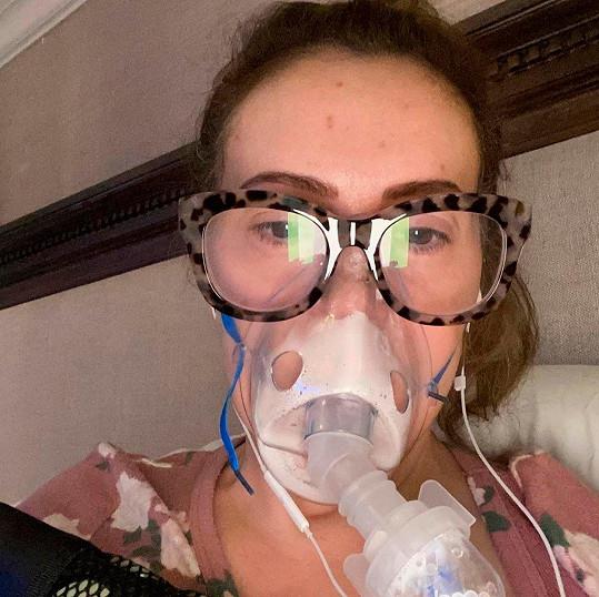 Virus u ní odhalili až po čtvrtém testování.