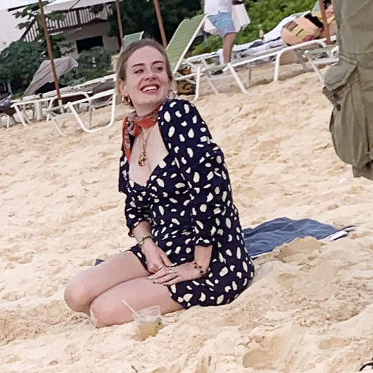 Adele je o 45 kilo lehčí a vypadá bezvadně.